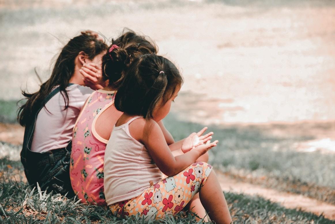 children-sitting-charlein-gracia-unsplash