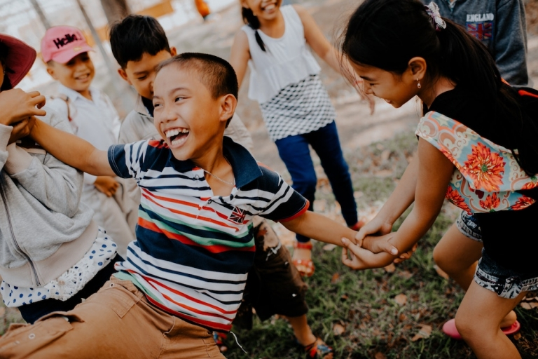 kids_vietnamese_playing_mi-pham-0DPyb8t_KfI-unsplash