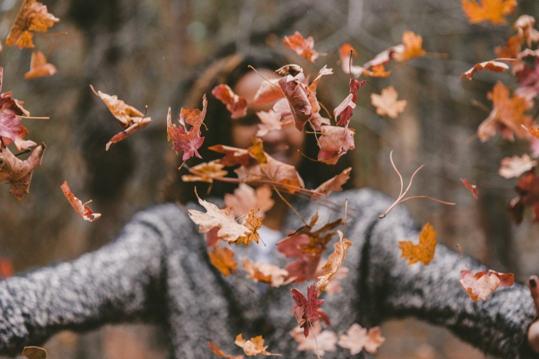 woman-throwing-autumn-leavesjakob-owens-uE_N2i6-TRM-unsplash